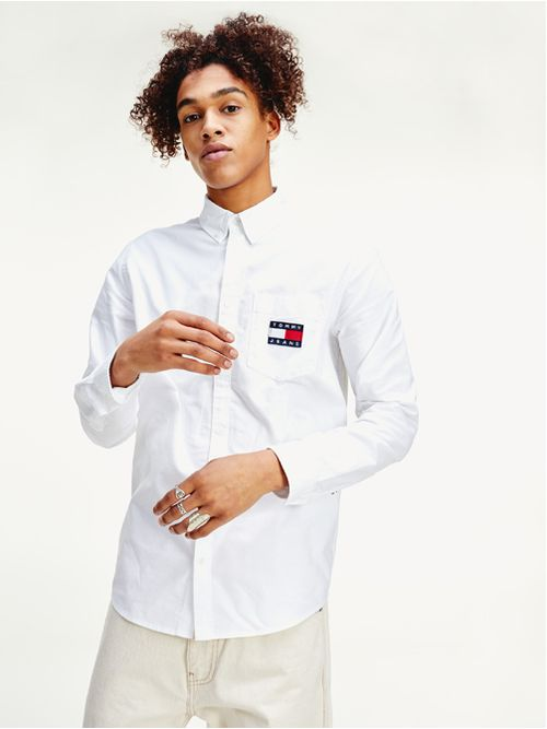 Camisa-con-logo-de-corte-ancho