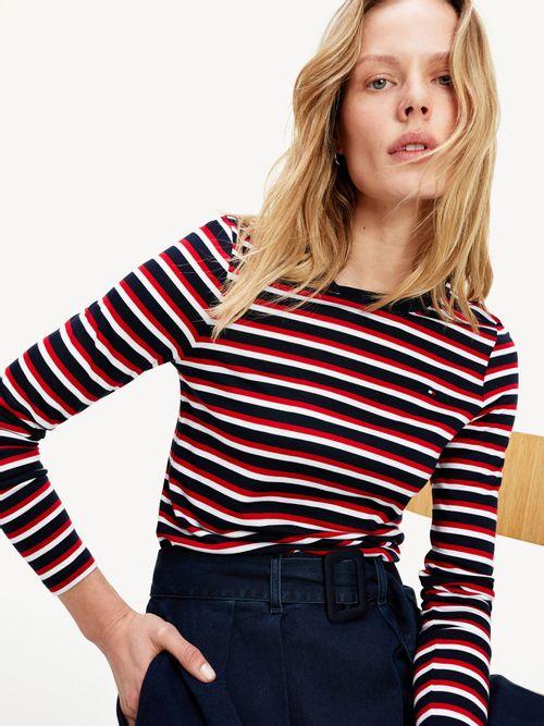 Camiseta-de-cuello-redondo-con-manga-larga