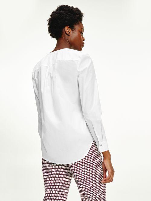 Camisa-con-corte-amplio-y-logo-bordado