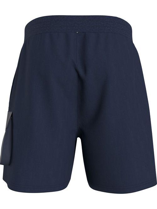 Pantalon-corto-recto-con-cordon-en-la-cintura