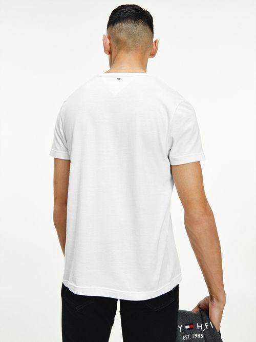 Camiseta-de-algodon-organico-con-logo-en-bajo