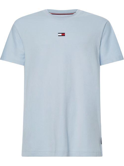 Camiseta-con-logo-distintivo-bordado